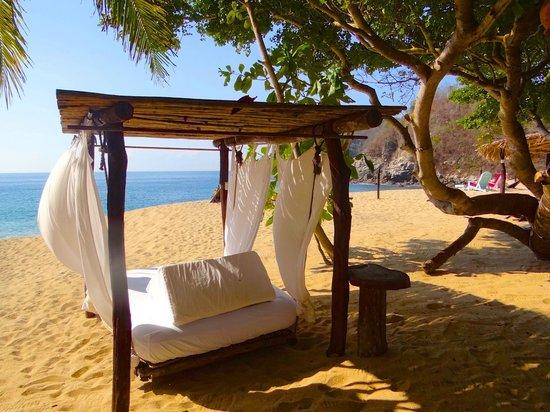 Bahia de la Luna: on the beach
