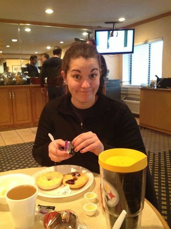 La Quinta Inn Atlanta Midtown/Buckhead : Savannah at the breakfast bar on day two of our stay.