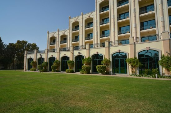 Al Ain Rotana Hotel: Pool court