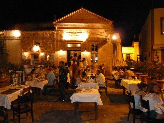 Moshos Taverna: Moshos from outside