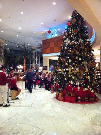 Sheraton Jumeirah Beach Resort: Holiday cheer to greet you in the lobby..