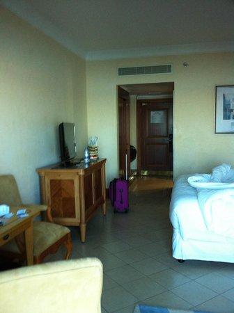 Sheraton Jumeirah Beach Resort: Average single hotel suite-nothing special