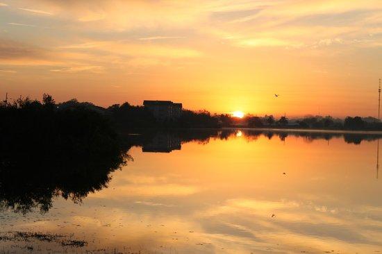 Inn On The Lakes: More sunrises