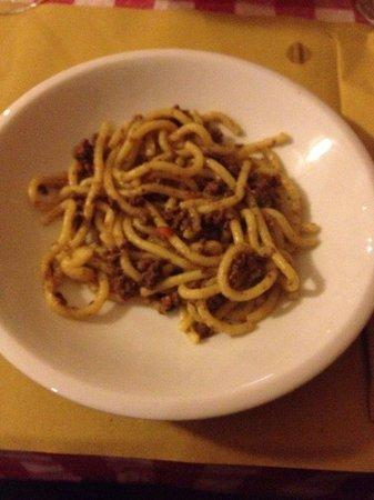 Osteria da Morandin: Bigoli al musso (5 euro) Questa e' mezza porzione ;-)