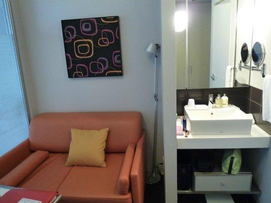 Citadines Shinjuku Tokyo: Geräumiges Zimmer