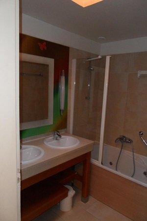Center Parcs Les Bois-Francs : salle de bain ( 1 pour 6 personnes )