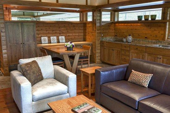 Canoe Bay: 2-story Treetop interior