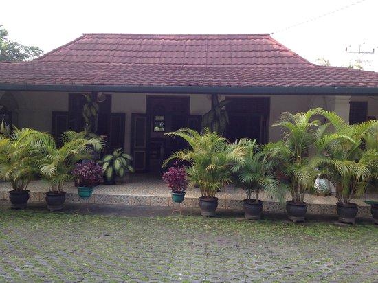 nDalem Gamelan Hotel : front view