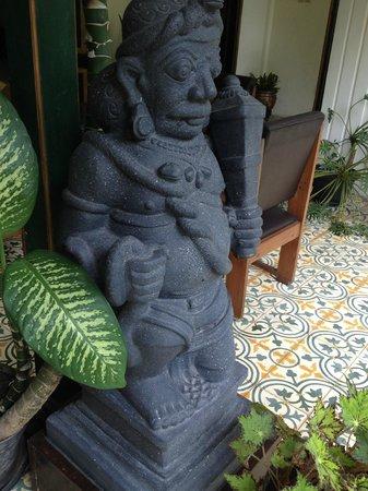 nDalem Gamelan Hotel: statue