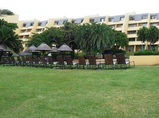 Wild Coast Sun Hotel: Hotel & grounds