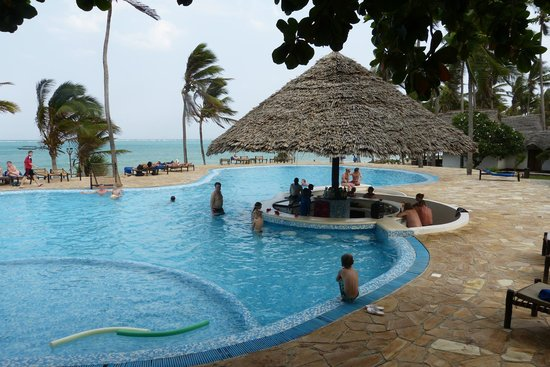 Karafuu Beach Resort and Spa : Piscina
