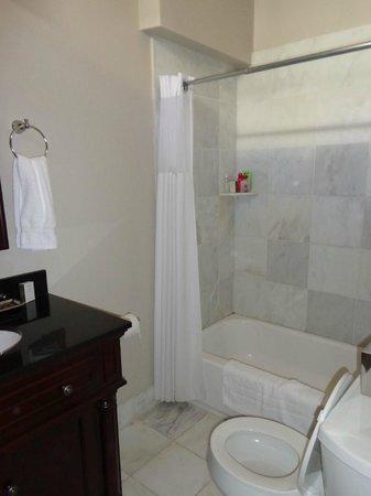 Lamothe House Hotel: Bathroom