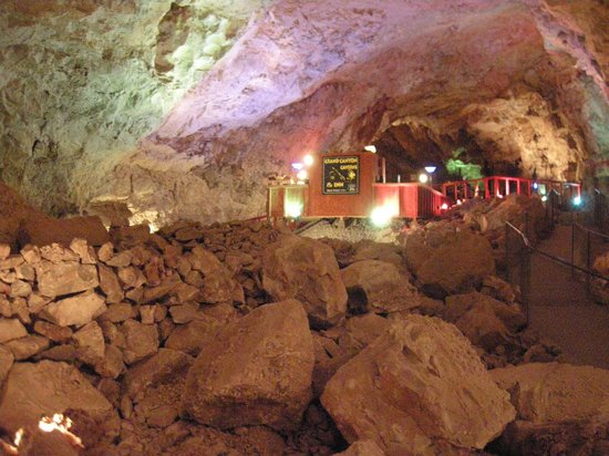Grand Canyon Caverns Tours: underground bedroom