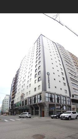 Bourbon Curitiba Convention Hotel: HOTEL DO LADO DE FORA