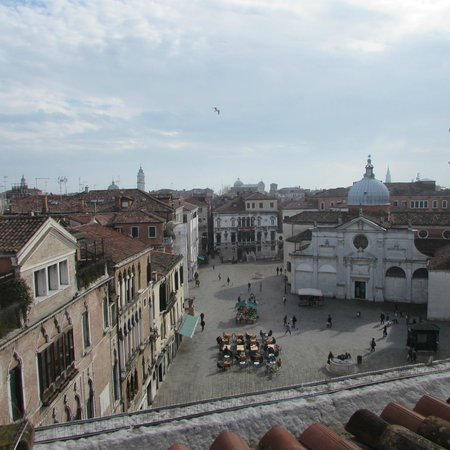 Ruzzini Palace Hotel: The veiw of the square from our room.