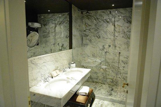 Aqua Palace Hotel: Baño