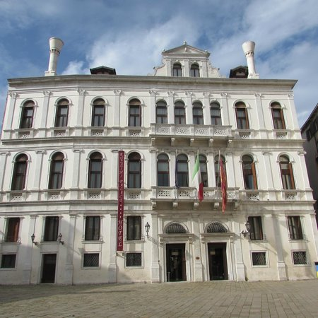 Ruzzini Palace Hotel: Hotel from the square