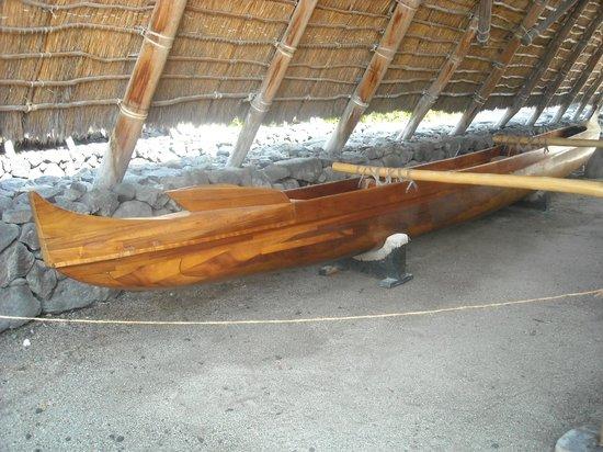 Pu'uhonua O Honaunau National Historical Park : Hawaiian canoe