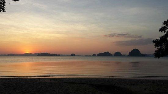 The Tubkaak Krabi Boutique Resort : Un couché de soleil depuis l'hotel