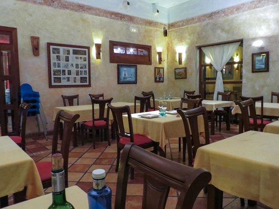 El Mano Casa de Comidas: little atmoshpere in an empty restaurant