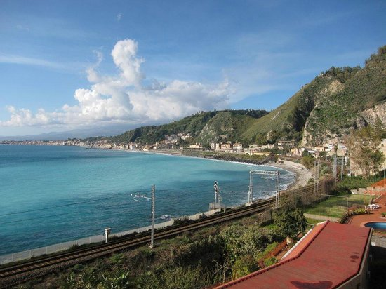 B&B Miramare: view looking back south towards Giardini Naxos station