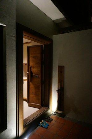 The Tubkaak Krabi Boutique Resort: Chambre double superior - Entrée depuis l'extérieur