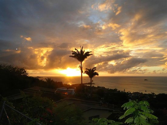 Trade Winds Hotel: Sunset from The Bay House Restaurant on-site