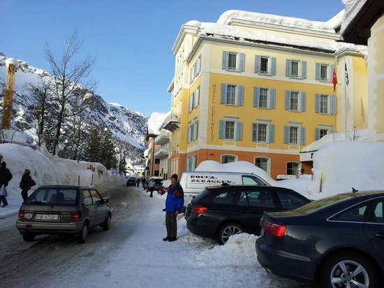 إيدلفايز ويل سويس كوالتي هوتل: Hotel Edelweiss zwischen Schneemauern
