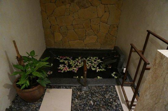 The Tubkaak Krabi Boutique Resort: Chambre double superior - A notre arrivée notre bain nous attendais