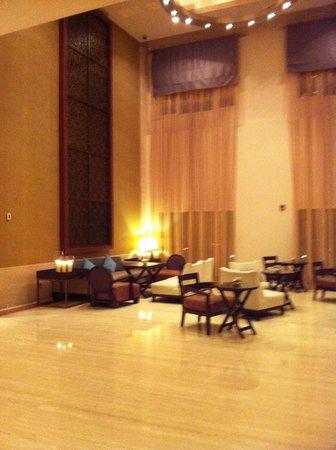 InterContinental Doha: Lobby sitting area