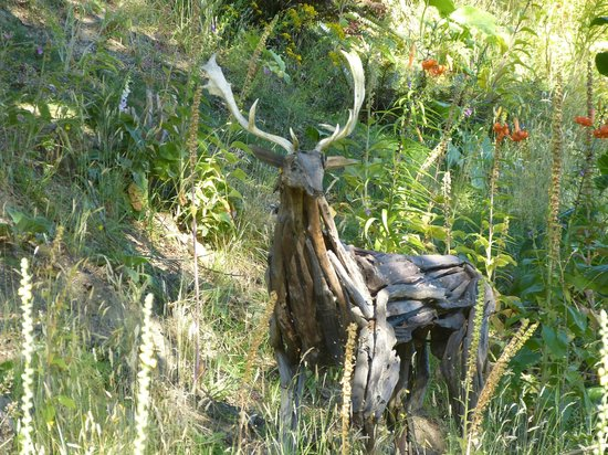 Little Paradise Lodge : Wildlife sculpture