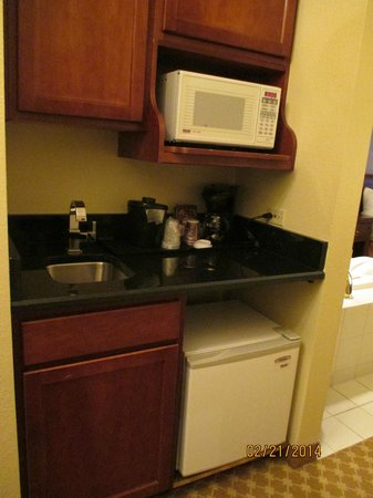 Country Inn & Suites By Carlson, Schaumburg : Kitchenette area