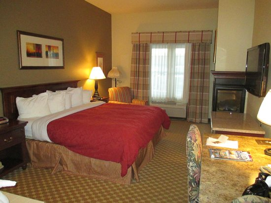 Country Inn & Suites By Carlson, Schaumburg: Super comfy bed in spacious room