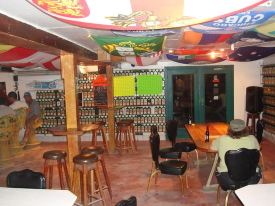 Pedro's Hotel: Bar/restaurant-they love their Jaegermeister!