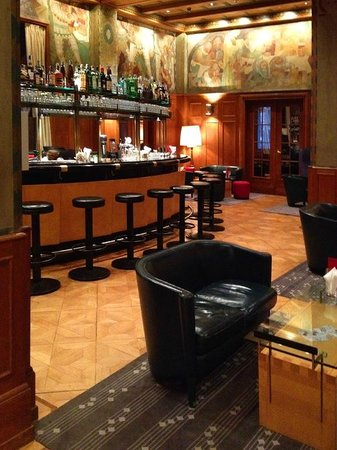 Parkhotel Laurin: The Hotel's elegant Bar & Lounge