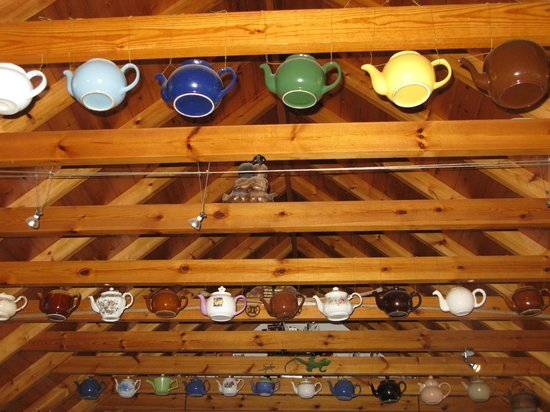 Cuillin View Gallery & Coffee Shop: Roof space decorations and collection