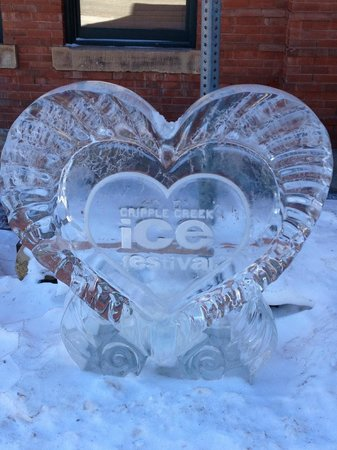 Carr Manor: ice carving to honor the Ice festival