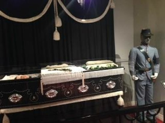 National Museum of Funeral History: wax figure of Lincoln in his casket