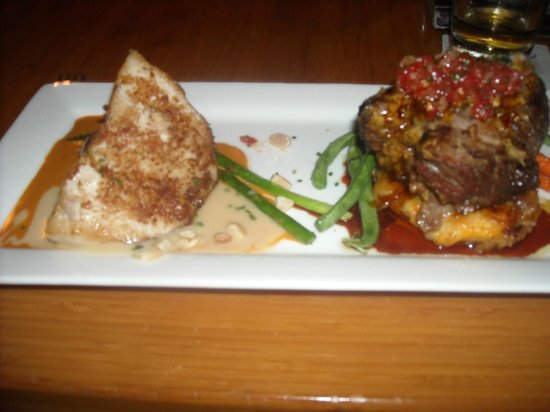 Roy's Waikoloa Bar & Grill : Mahi Mahi and braised beef