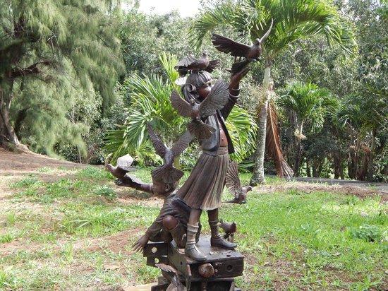Na Aina Kai Botanical Gardens: Intricate Sculpture
