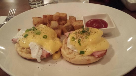 Truffles Bistro : awesome eggs benny