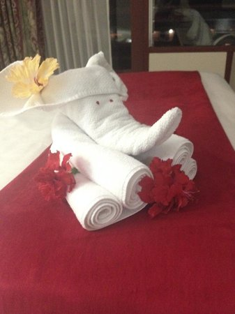 BEST WESTERN Jaco Beach All Inclusive Resort: Towel animal on the bed.