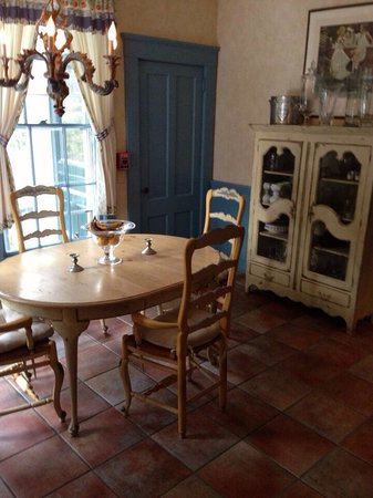 La Farge Perry House: Small dining room