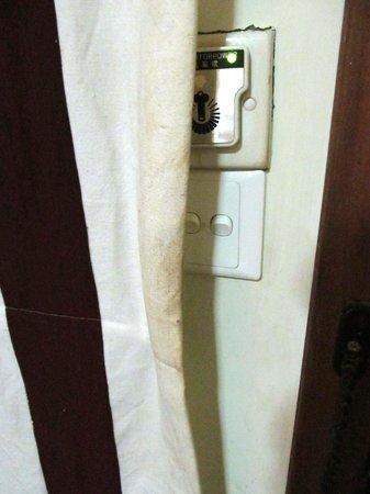 Kaytumadi Dynasty Hotel : ugly dirty curtain