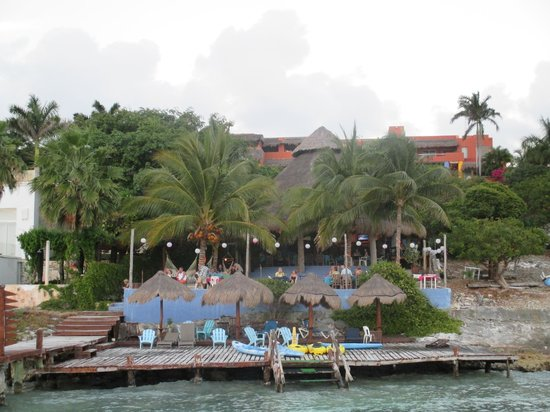 Casa de los Suenos: View of the bar/restaurant area from the dock.