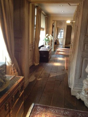 Relais Bourgondisch Cruyce - Luxe Worldwide Hotel: Hall to our room
