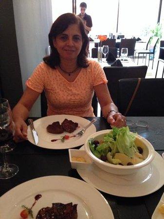 Uruguay Natural Parrilla Gourmet: Bife de Lomo e Ceasar Salad