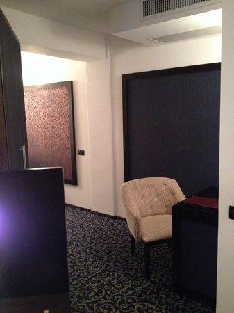 Hotel Ambiance: Desk