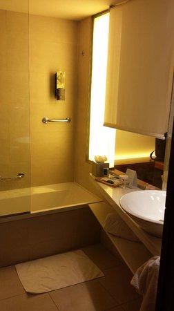 Hotel SB Diagonal Zero Barcelona: El baño