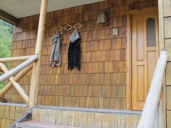 El Pangue Lodge: Outside pegs for our sweaters/coats